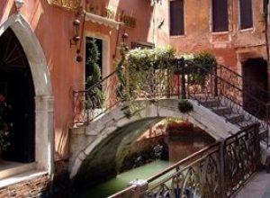 venice canal houses